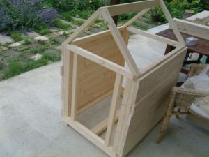 製作2日目の犬小屋
