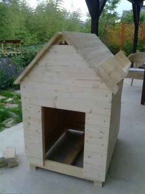 製作3日目の犬小屋1